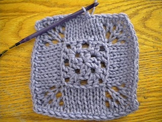 Knooking is the technique that permits to mix crochet and knitting, it is wonderful! I am learning to do... and is surpringsily easy!