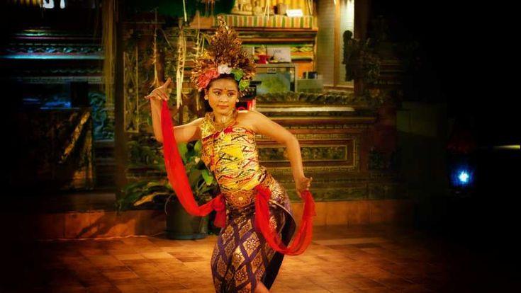 Tarian Legong Bali Tari legong Bali, merupakan tarian yang berlatar belakang kisah cinta Raja dari Lasem (rembang, pada zaman kerajaan …