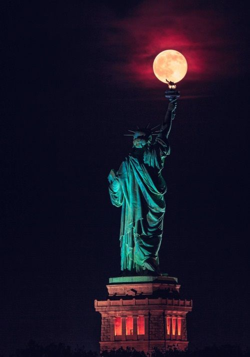 Supermoon enlightening New York