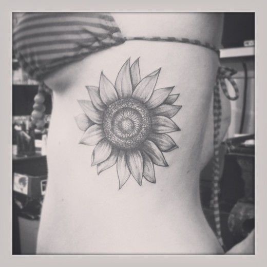 Thinking of doing a sunflower tattoo like this but on my shoulder