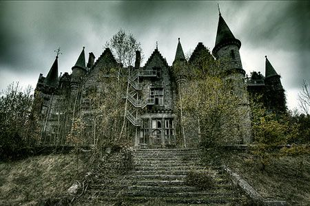 Haunted Places England - Haunted Mansion - Beccles - Pluckley - Horning - Old Portsmouth - Happisburgh - Aylementon | Travel Destination - Trip Ideas, Hotels, Travel Guide