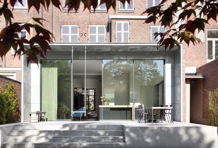 Aanbouw herenhuis glas met overstek zink