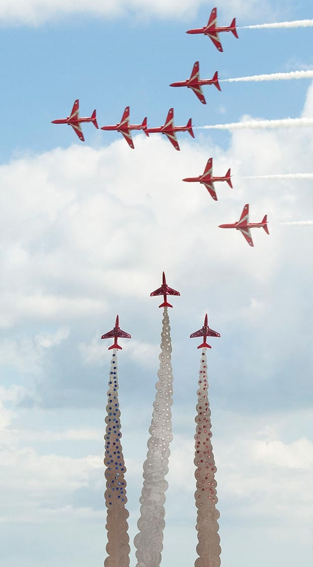 Red Arrows Salute Hero Pilot at Bournemouth Air Show