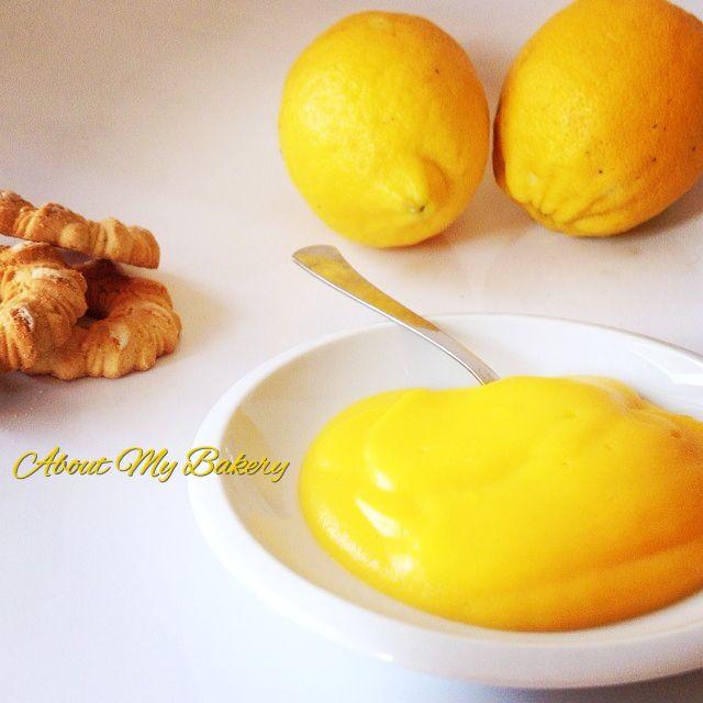 La crema pasticcera speciale al limone vi stupirà! Tramite delle piccole modifiche alla ricetta base, questa crema ha una consistenza e un sapore meravigliosi!