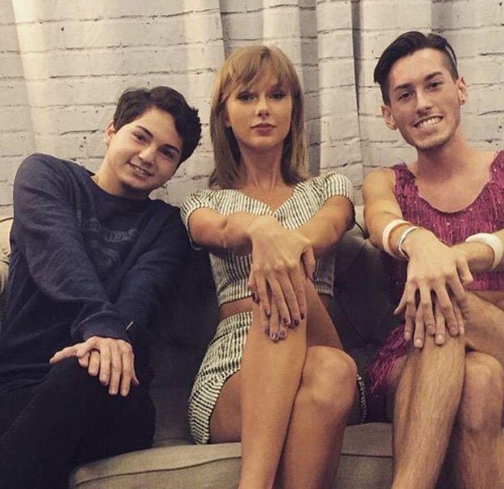 Taylor Swift with Fans In Loft 89' in Santa Clara 8/14/15