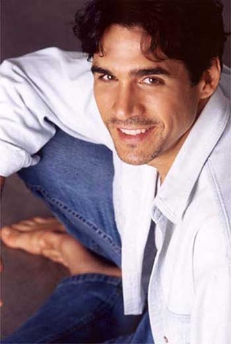 Highlander (TV) - Adrian Paul...like him much better though with that pulled back long hair!