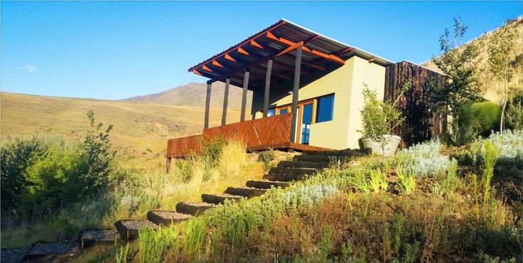 Swallows Nest Self-Catering Chalet overlooks the Bell river valley and is surrounded by the Southern Drakensberg mountains. It is situated 4km outside the historic village Rhodes and on route to the Naudes Neck pass, which is the highest pass in South Africa. Swallows Nest is just 24km from South Africas ski resort, Tiffindell. Sleeps 2.