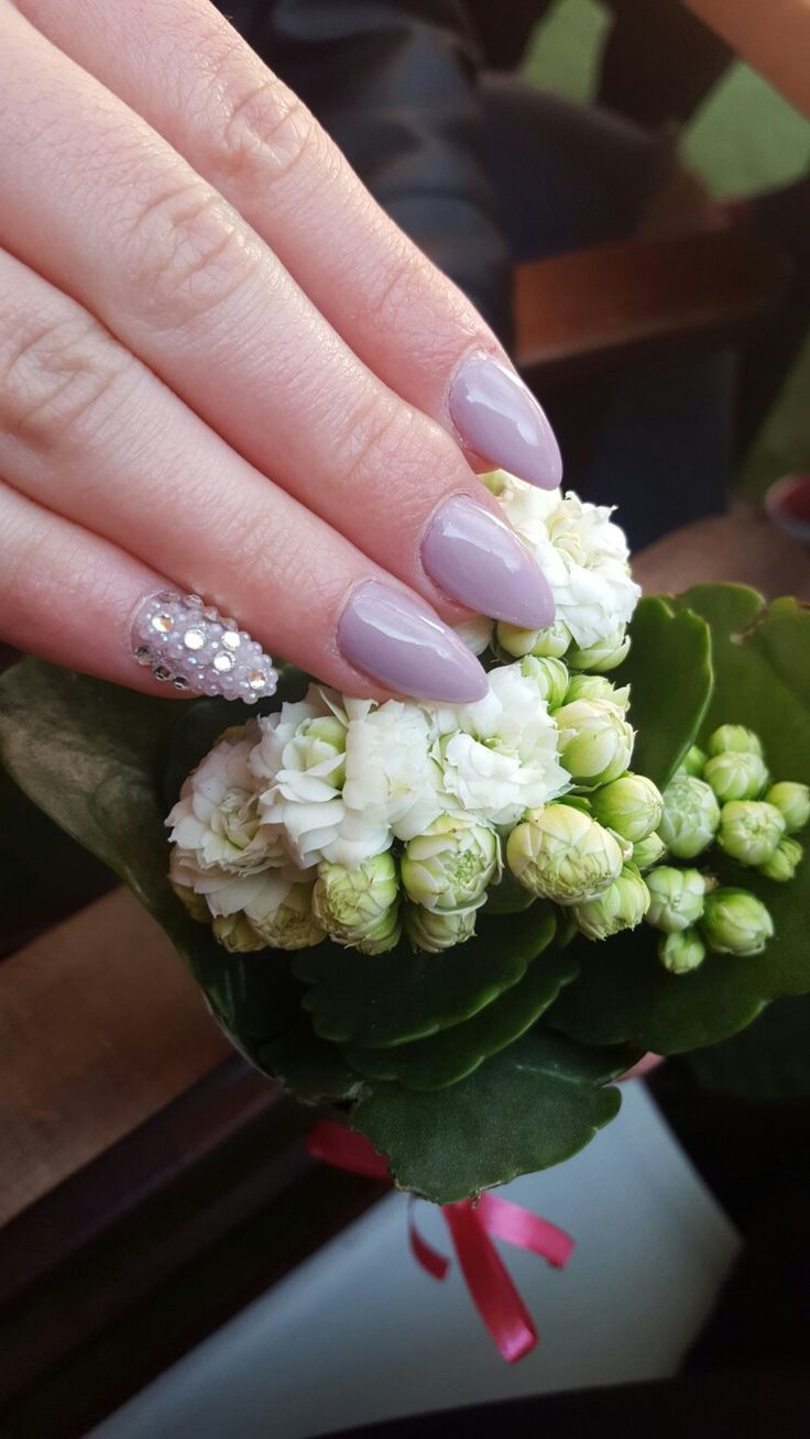 #nail #nailart #nailartist #nailstylist #loveyournails #nudenails #flowers #crystalnails #dillocskanails