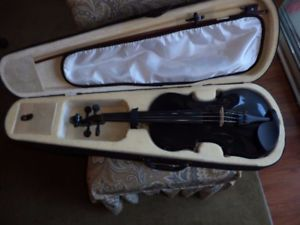 VIOLIN 4/4 FULL SIZE SOLID SPRUCE TOP. MAPLE SIDES AND BACK