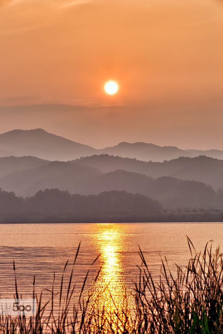 ~~Morning of the lake | serene foggy morn, Korea | by Park ddoven~~
