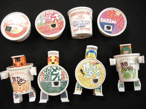 どんぶりマン(どんぶりロボ) 80年代後半 うどんのカップ麺の応募して当たるプレゼントなどでプチ流行した玩具。