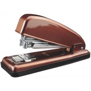 Grapadora PETRUS 226 metálica en un elegante color cobre perla, muy robusta y efectiva para uso intensivo en la oficina, capaz de grapar hasta 30 hojas