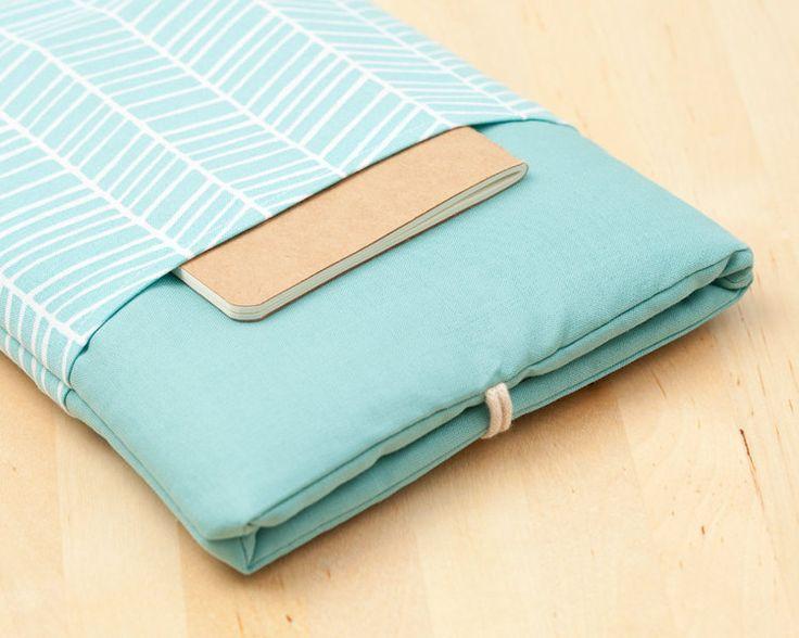 Diese Kindle / e-Reader Hülle dient dem Schutz vor Staub und Kratzern. Der Stoff, aus 100 % Baumwolle und ihre Polyesterschaum (5mm) sorgen für einen Extraschutz beim täglichen Gebrauch Ihres...