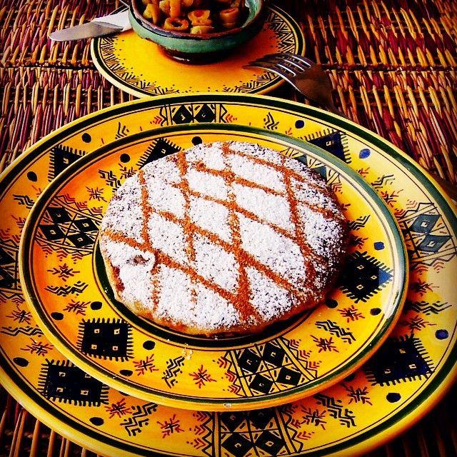 @ Jemaa el-fnaa Marrakech Morocco (May.3 2014) パスティラというモロッコ料理鶏肉大好きな私にとってはモロッコに来て絶対食べておきたかった一品 なぜかというとパスティラは鶏肉のミートパイなのに粉砂糖とシナモンをふりかけて食べるのが一般的という私の鶏肉料理に対する考え方を根底から否定したものだからだ ここれは料理なのかデザートなのか フナ広場にあるレストランでそれを注文し食べてみたうんー初体験の味正直鶏肉に対する固定観念があったのであまり口に合わなかったけどたまには食べてみたいなと今思う 私の鶏肉の世界がまた一つ広がった瞬間だった てか食器がオシャレ  #marrakech #marrakesh #morocco #jemaaelfna #jemaaelfnaa #restaurant #food #moroccan #moroccanfood #bastilla #pastillas #pastilla #食器ガオシャレ #パスティラ #バスティラ #モロッコ料理 #モロッコ #ジャマエルフナ広場 by little_trolley