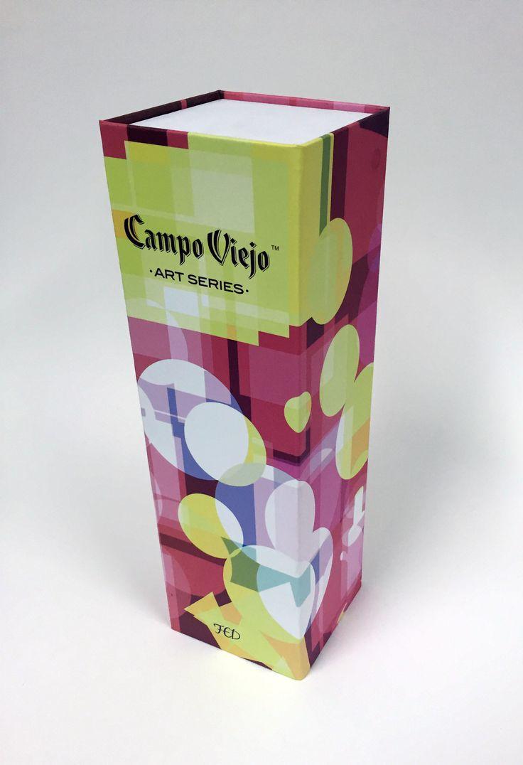 Gracias a la iniciativa de Campo Viejo se consiguieron diseños tan espectaculares como los que os estamos mostrando.  En Packcompany nos sentimos muy orgullosos de ser los escogidos por esta prestigiosa bodega para realizar sus estuches, trabajo que realizamos con todo nuestro cariño y saber hacer.
