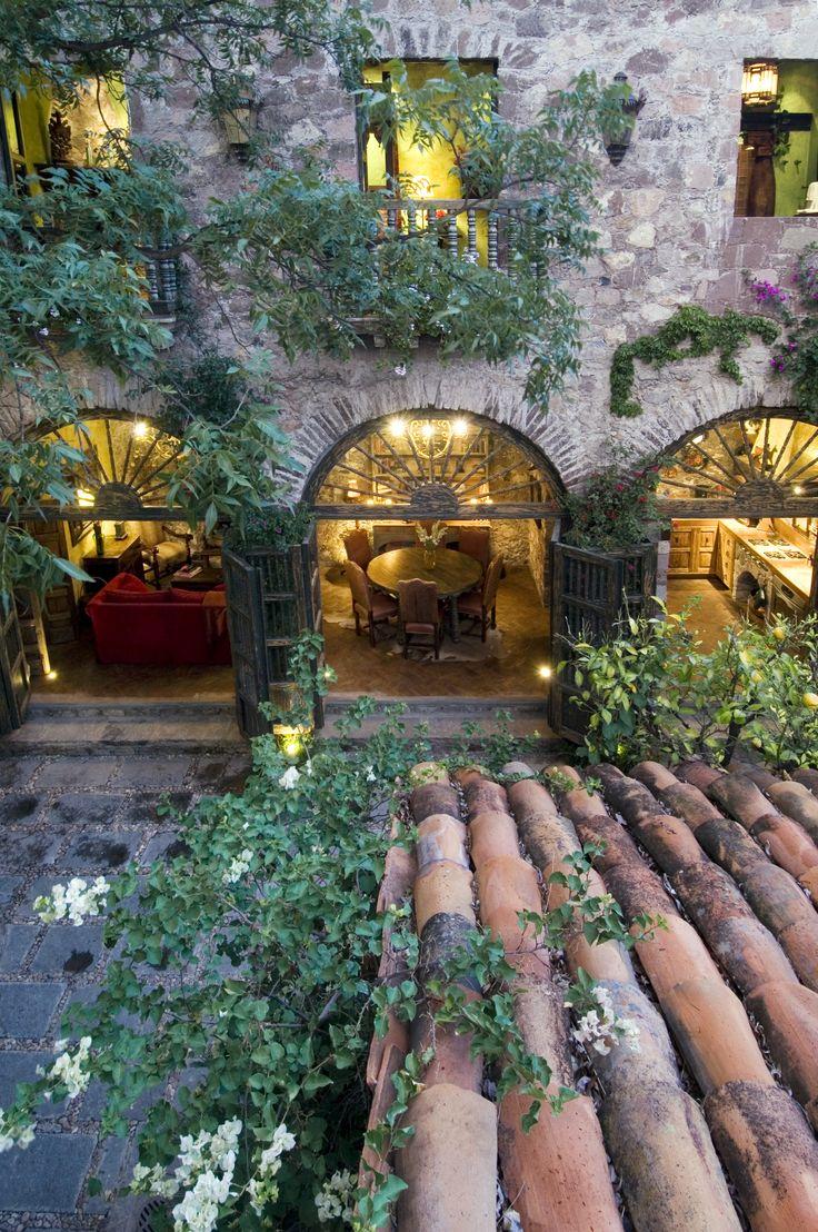 Casa Dragones en San Miguel de Allende... Alguna historia nos quiere contar.. asi como el Misión Catedral de... #MomentosyLugaresPendientes