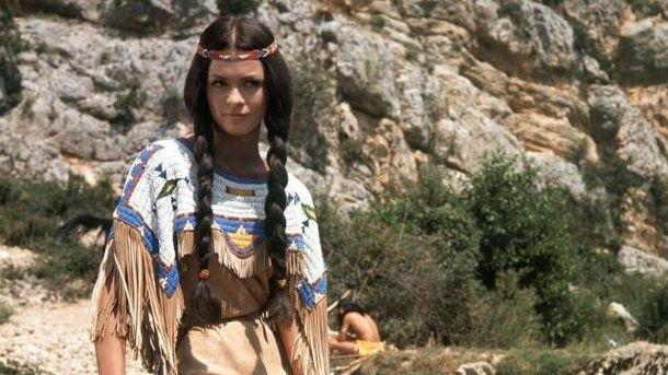 Bezaubernd: die französische Schauspielerin Marie Versini in der Rolle von Winnetous Schwester Nscho-tschi.