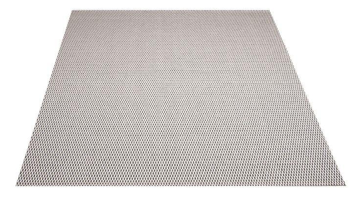 Isla-matto. Valkoinen. Helppohoitoinen kovaa kulutusta kestävä pelkistetty, punosmainen matto. Soveltuu niin sisä- kuin ulkotiloihin. Vesipestävä, pölyämätön, kevyt matto.