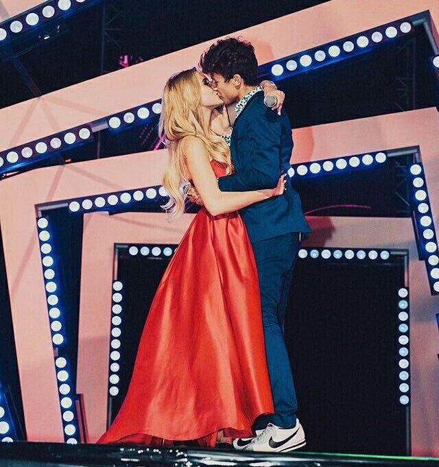 ZURIPONS KISS MTV MIAW