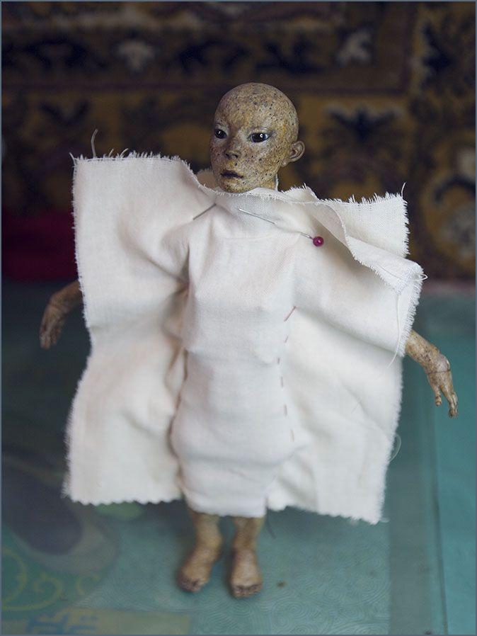 Шарнирная кукла из модифицированного папье-маше. Автор - Шабурова Ксения.  (снимаем мерки, делаем выкройки для будущего купальника)