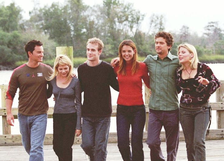 """Dawson's Creek"" season six cast photo, 2002.  L to R: Kerr Smith, Michelle Williams, James Van Der Beek, Katie Holmes, Joshua Jackson, Busy Philipps."
