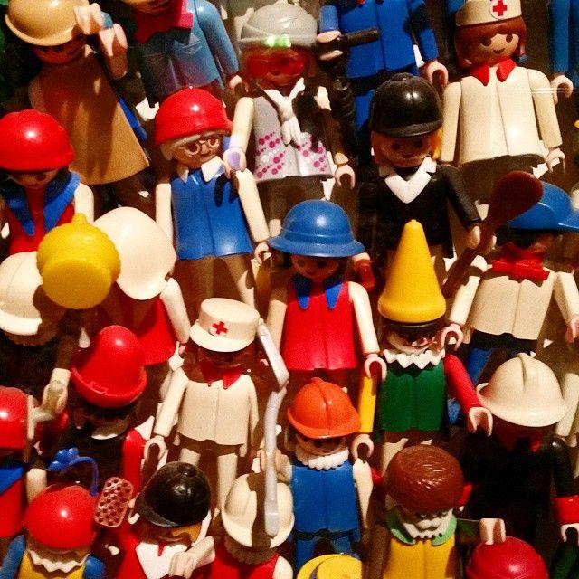 Kunderbunte #Kinder-#Freunde: Wer auf #Playmobil steht oder früher stand, sollte unbedingt noch diese Woche ins #Spielzeug-#Museum #Nürnberg gehen. Wegen des 40. #Geburtstag der kleinen Figuren aus #Dietenhofen/#Zirndorf findet ihr dort eine Sonder-#Ausstellung. Da gibt's nicht nur ganz viele der lustigen Gesellen zu sehen, sondern auch alles mögliche Interessante über ihre #Geschichte und die Geschichte der Spielwarenbranche zu erfahren. (job) #nuernberg #nuernbergcity #