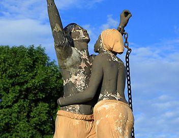 """""""Bonaparte, côté noir"""", doc. 2016, de Dominique Mastreati. - Le 20 Mai 1802, Bonaparte 1er Consul fait voter le Décret du rétablissement de l'esclavage. C'est le reniement le plus fort des idéaux de la Révolution française qui avait aboli l'esclavage. Cela ouvrira la porte à la répression sanglante qu'il mènera en Guadeloupe et à Saint-Domingue. Bonaparte utilisera la Corse comme bagne pour l'élite intellectuelle, politique et militaire haïtienne et guadeloupéenne."""