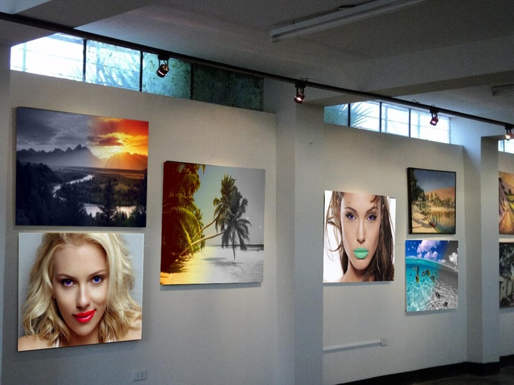 Here you see an art galery with almost all my works. I paste the images an adjust their shpae so that they look like real paintings.