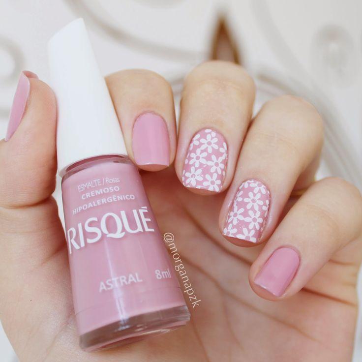 Pink nails. Flowers nail art. Nail design. Polish. Polishes. Unhas: Astral da Risqué + Divando Películas. By @morganapzk