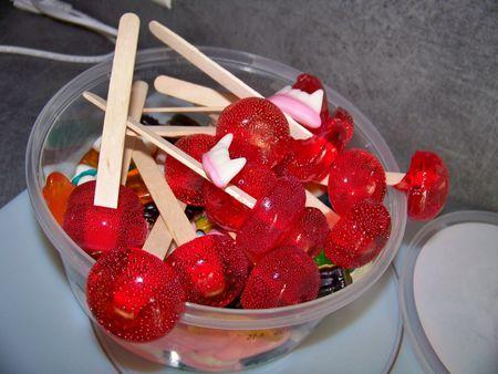 use Holiday sprinkles to decorate.. christmas trees ect... sucette maison! en fait les bonbons maison un jeu d'enfants!. Recette notée 4.3/5 par 130 votants et 6 commentaires.