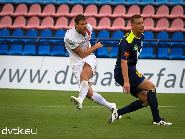 Futács lő, gól!  Futács Márkó góllal mutatkozott be a DVTK-ban és az NB I.-ben, majd a mérkőzés után boldogan fogadta a szurkolók gratulációját.  PAFC - DVTK 0-2 (0-0) Gólszerző: Futács (0-1) az 58., Bacsa (0-2) a 88. percben.