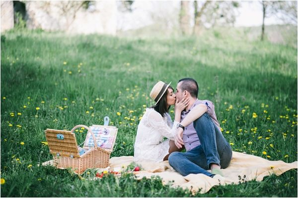 Picnic Engagement Session // Photo Credit: Adrian Cotiga Photography // via Le Magnifique Blog