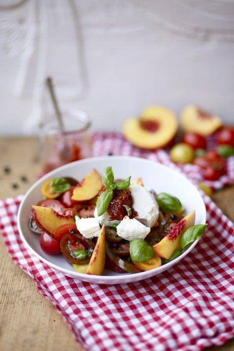 Nektarinen-Tomaten-Salat mit Ziegenkäse und Tomaten-Chili-Marmelade