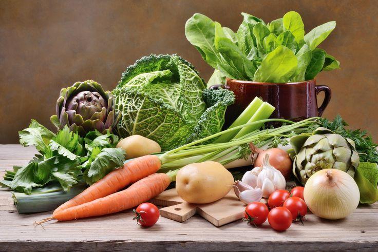 Dans le frigo ou à l'air libre ? Un jour ou une semaine ? Cette pomme de terre germée est-elle mangeable ? Des questions légitimes que nous nous sommes tous posés devant notre panier à provision. Savoir conserver ses légumes n'est ni une science ni un art.