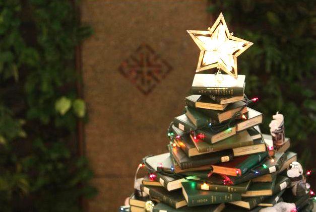 #сновымгодом #excll #дизайнинтерьера #решения Новогодняя елка из книг