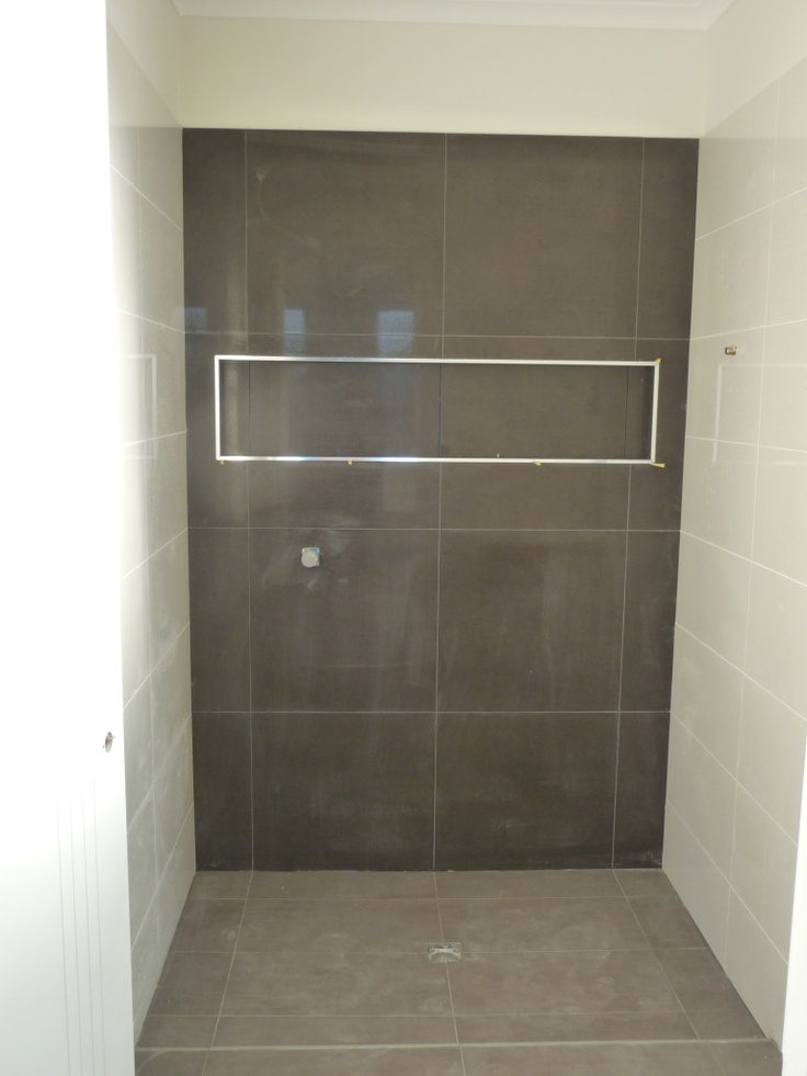 Shower for ensuite - dark tiles as a feature