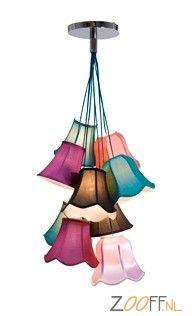 Kare Design Pendant Saloon Hanglamp - De Kare Design Pendant Saloon Hanglamp is een hippe designlamp die voldoet aan de etno stijl. De betoverende plafondlamp roept een Franse flair op met zijn kleurrijke boeket gemaakt van 9 prachtige lampenkappen. De Kare Design Pendant Saloon Lamp is de perfecte decoratie in landhuizen en moderne interieurs. De Pendant Saloon Lamp is bij Zooff verkrijgbaar in twee verschillende modellen.