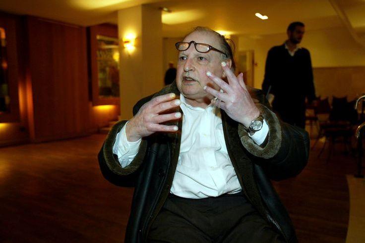 Infatigable animateur de ciné club, à la télévision, dans une salle parisienne, Claude-Jean Philippe a aussi produit une émission pour France Culture. Ce cinéphile de terrain considère que les oeuvres cinématographiques sont vivantes.
