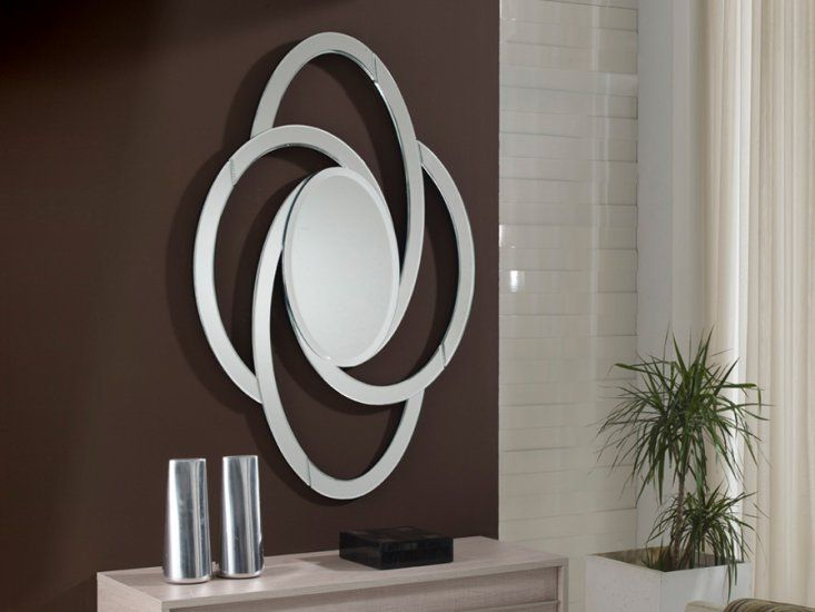 ESPEJO AVIS OVALADO 457342 SCHULLER  • Espejo decorativo ovalado. • Marco formado con espejos biselados.• Trasera de color negro. • Medidas: 120 x 82 cm. Fondo: 2cm • Luna central biselada • Preparado para colgar en posición horizontal o vertical.