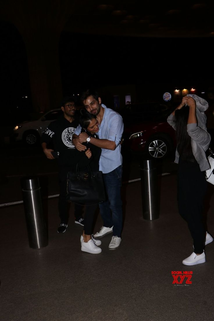 Mumbai: Neha Kakkar, Sonu Kakkar, Tony Kakkar seen at airport - Social News XYZ
