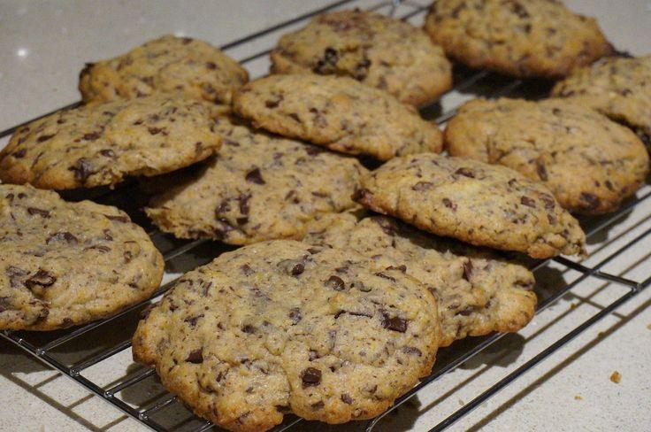 Opskrift på lækre guld barre cookies, der er lette at lave og som smager fantastisk. Dejen kan med fordel fryses ned og tages op lige før brug