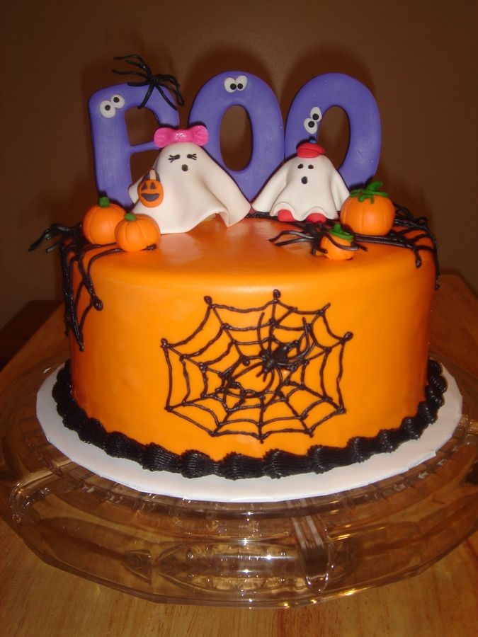 cute halloween cakes made this small cake to donate for an elementary school cake walk