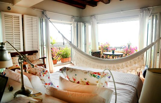 - Fancy beakfast in bed with a view? http://bit.ly/1Hgzzvf