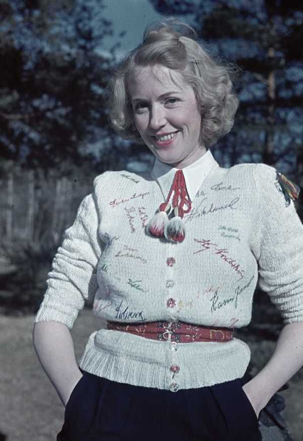 1941. This blond gal's sweater is all sorts of wonderful!