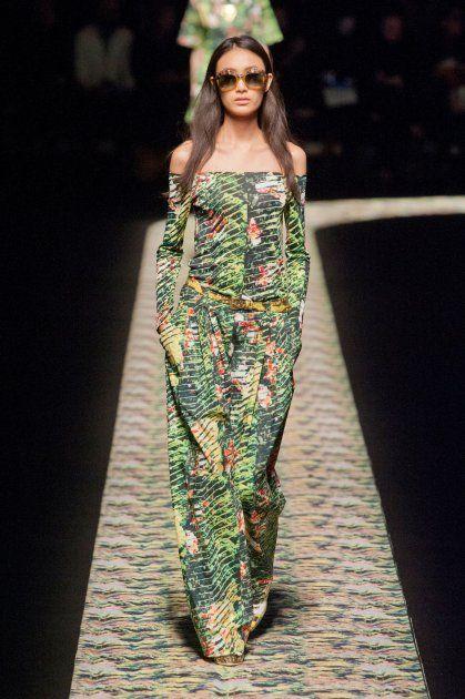 Défilé Kenzo combinaison imprimé de couleurs exotique. le vert est prédominant pour symboliser la nature
