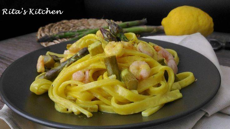 Fettuccine con asparagi, gamberetti e crema alla curcuma