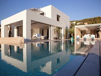 5 Villas, 5 steps from the beach ! - Greece For more details please contact us! #exclusive #luxury #traveltogreece http://bit.ly/2nzhsjw