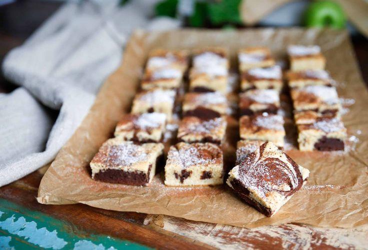 En riktig chokladbomb med både vit och mörk choklad! Saftig brownie som får smaklökarna att dansa samba!