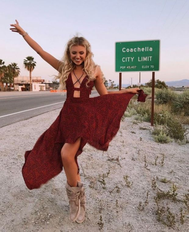 Gabrielle Epstein is perfection in her hippie dress   http://www.hercampus.com/school/wvu/coachella-outfit-inspo-your-fav-celebs