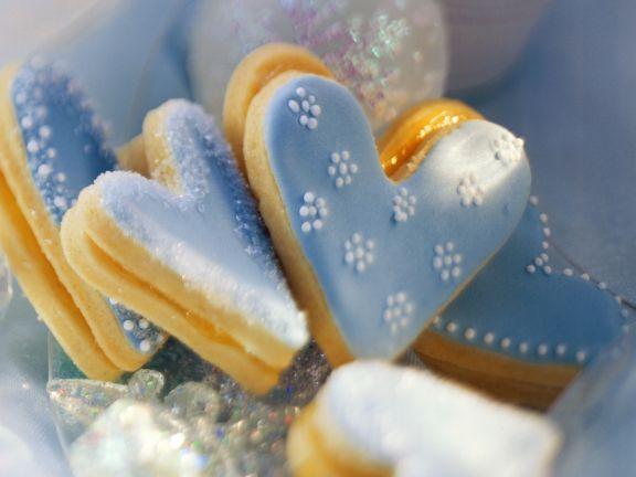 Blaue Herz-Plätzchen ist ein Rezept mit frischen Zutaten aus der Kategorie Plätzchen. Probieren Sie dieses und weitere Rezepte von EAT SMARTER!